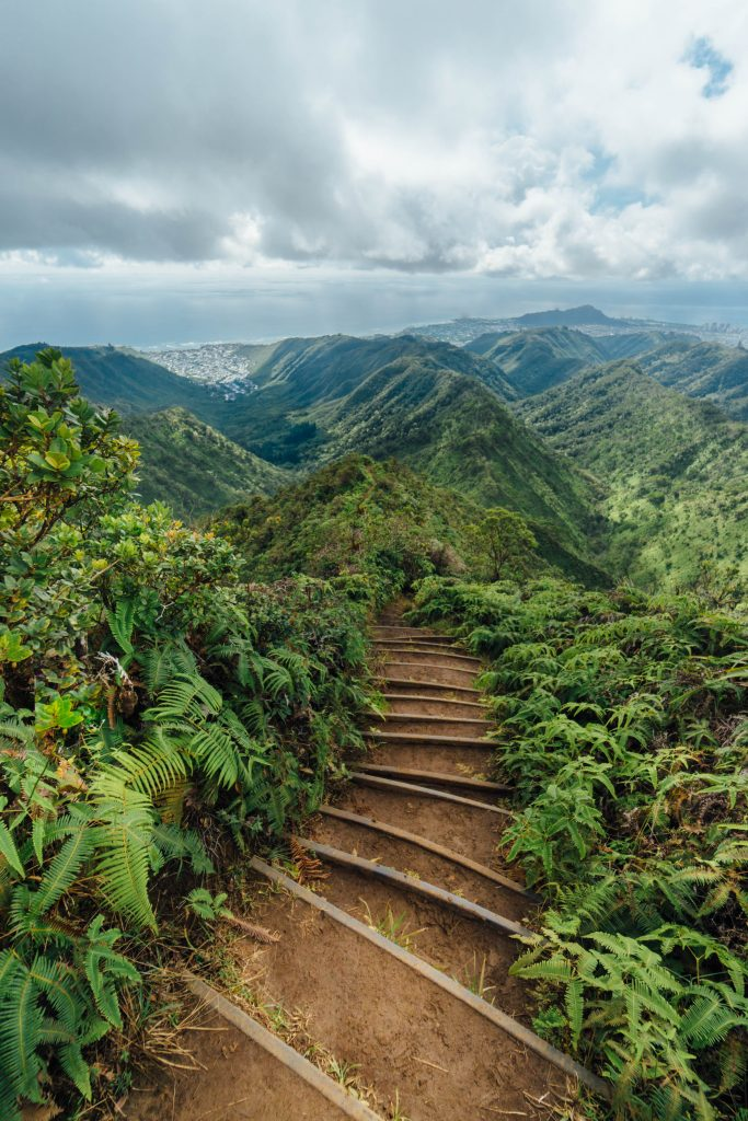 best things to do in Oahu; hike wiliwilinui ridge trail; stairway to heaven hike